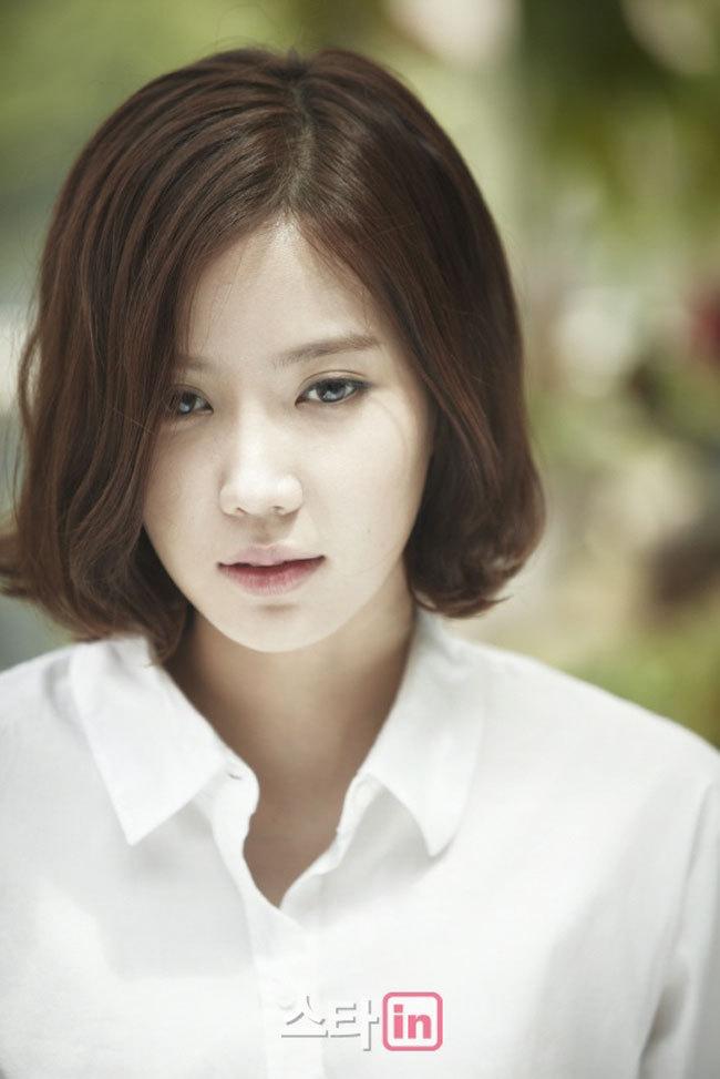 Tags: K-Drama, Im Soo-hyang, Looking Ahead, Looking Down, Medium Hair