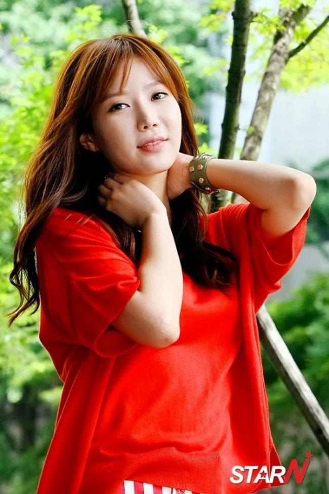 Tags: K-Drama, Im Soo-hyang, Tree, Red Shirt, Bracelet, Plant