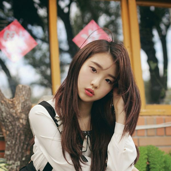 Tags: K-Pop, LOOΠΔ, Kiss Later, Im Yeojin, Hand On Head, Head Tilt, Black Eyes, Messy Hair, Serious