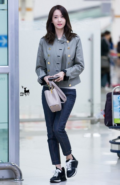 Tags: K-Pop, Girls' Generation, Im Yoona, Airport, SM Town, Android/iPhone Wallpaper