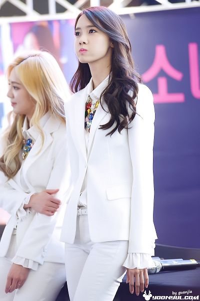 Tags: K-Pop, Girls' Generation, Im Yoona, Kim Hyo-yeon, Belt, White Outerwear, Necklace, Hand On Arm, Matching Outfit, White Jacket, White Pants, Looking Up