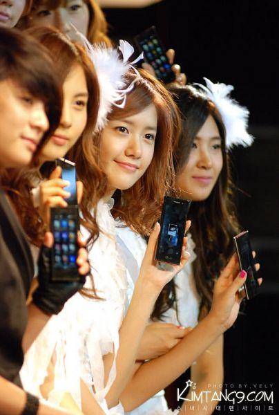 Tags: SM Town, K-Pop, f(x), Girls' Generation, Seohyun, Im Yoona, Kwon Yuri, Amber Liu