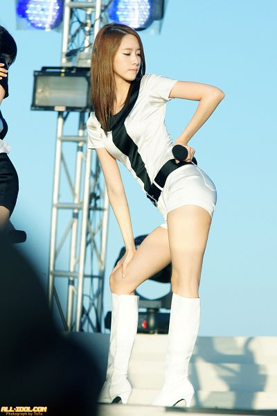 Tags: K-Pop, Girls' Generation, Im Yoona, Knee Boots, Blue Background, Hand On Hip, High Heeled Boots, Boots, Shorts, White Shorts, Looking Away, Outdoors