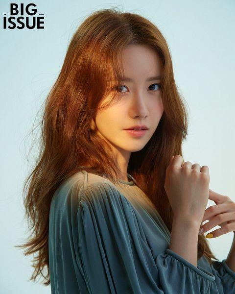 Tags: K-Pop, Girls' Generation, Im Yoona, Gray Shirt, Blue Background, The Big Issue