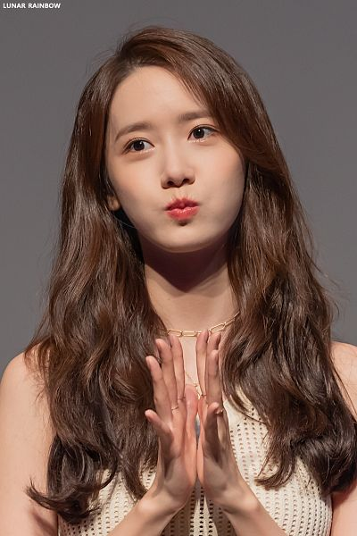 Tags: K-Pop, Girls' Generation, Im Yoona, Gray Background, Necklace, Sleeveless Shirt, Pouting, Looking Away, Bare Shoulders, Sleeveless, Clapping, Lunar Rainbow