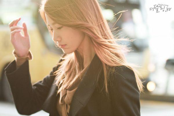 Tags: K-Pop, Girls' Generation, Im Yoona, Black Jacket, Black Outerwear, Airport, Brown Shirt