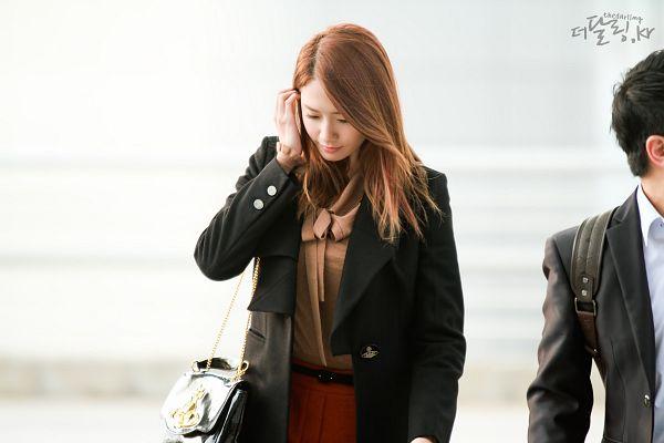 Tags: K-Pop, Girls' Generation, Im Yoona, Bag, Red Shorts, Looking Down, Black Outerwear, Airport, Black Jacket, Brown Shirt