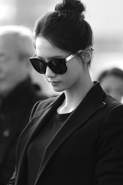 Tags: K-Pop, Girls' Generation, Im Yoona, Glasses, Black Shirt, Sunglasses, Medium Hair, Black Jacket, Hair Up, Monochrome, Android/iPhone Wallpaper