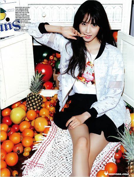 Tags: K-Pop, Girls' Generation, Im Yoona, Tomato, Black Skirt, Orange (Fruit), White Jacket, Biting Finger, Apple, Pineapple, Korean Text, White Outerwear