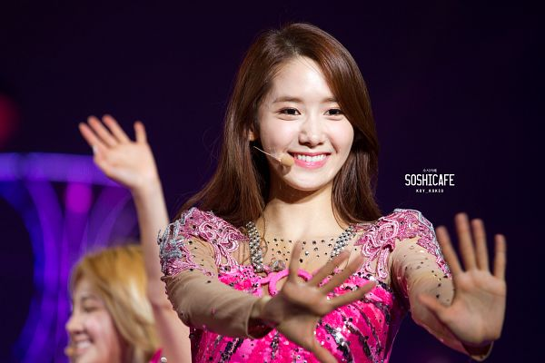 Tags: Girls' Generation, Im Yoona, Hold Out Hand, Pink Outfit, Wallpaper