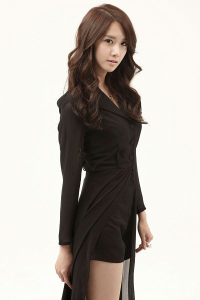 Tags: K-Pop, Girls' Generation, The Boys, Im Yoona, Light Background, Wavy Hair, Bare Legs, White Background, Necklace, Ring, Black Dress, Black Outfit