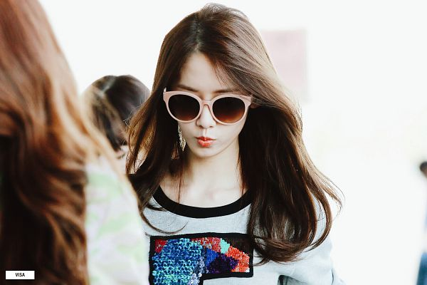 Tags: Girls' Generation, Im Yoona, Airport, Sunglasses, Wallpaper