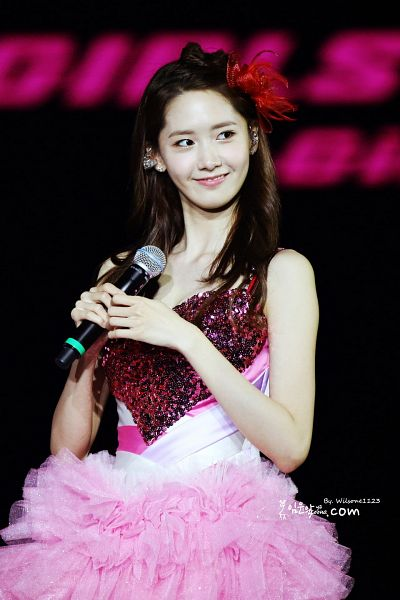 Tags: K-Pop, Girls' Generation, Im Yoona, Pink Dress, Bare Shoulders, Sleeveless Dress, Looking Away, Dark Background, Sleeveless, Pink Outfit, Red Headwear, Black Background