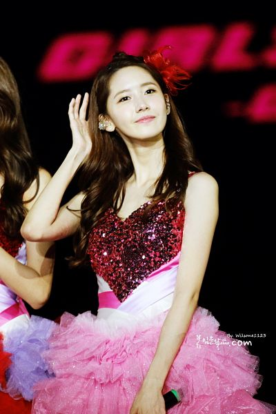Tags: K-Pop, Girls' Generation, Im Yoona, Pink Outfit, Looking Away, Red Headwear, Black Background, Sleeveless, Bare Shoulders, Sleeveless Dress, Hand In Hair, Pink Dress