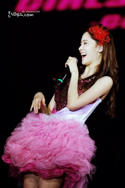 Tags: K-Pop, Girls' Generation, Im Yoona, Sleeveless, Bare Legs, Black Background, Sleeveless Dress, Red Headwear, Pink Dress, Eyes Half Closed, Laughing, Leaning Back