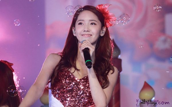 Tags: K-Pop, Girls' Generation, Im Yoona, Sleeveless Dress, Sleeveless, Bubbles, Red Headwear, Pink Outfit, Pink Dress, Bare Shoulders, Looking Up, Candle