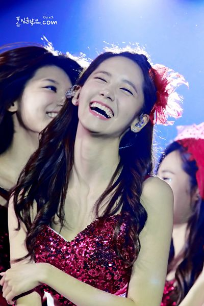 Tags: K-Pop, Girls' Generation, Im Yoona, Sooyoung, Pink Outfit, Sleeveless, Red Headwear, Blue Background, Bare Shoulders, Pink Dress, Sleeveless Dress, Laughing