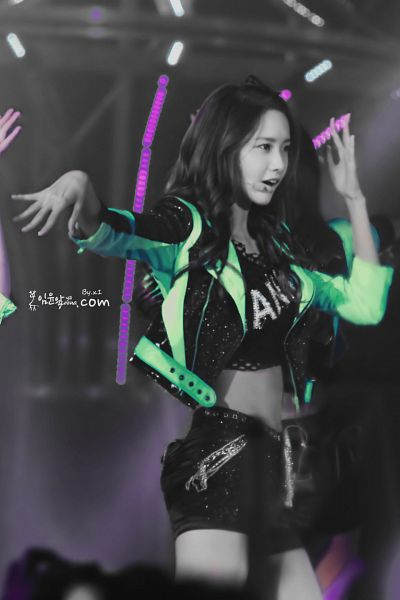 Tags: K-Pop, Girls' Generation, Mr. Taxi, Im Yoona, Black Eyes, Shorts, Bare Legs, Green Outerwear, Monochrome, Black Shorts, Midriff, Black Outerwear