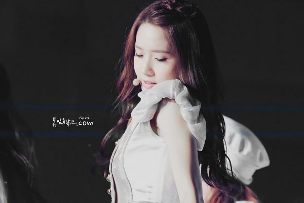 Tags: K-Pop, Girls' Generation, Im Yoona, Black Background, White Outerwear, White Jacket, Eyes Closed, Dark Background, Yayoona, Girls' Generation 2nd Japan Tour; Girls And Peace, Wallpaper