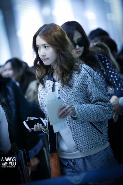Tags: K-Pop, Girls' Generation, Im Yoona, Airport, Looking Away, Smartphone, White Outerwear, White Jacket, Gray Pants, Bag, Phone, Always With You