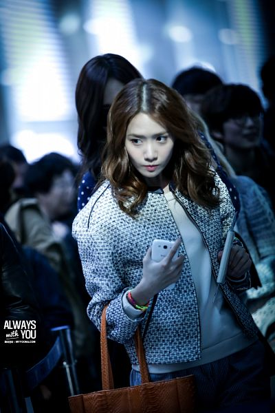 Tags: K-Pop, Girls' Generation, Im Yoona, Airport, Looking Away, Smartphone, White Jacket, White Outerwear, Bag, Phone, Always With You