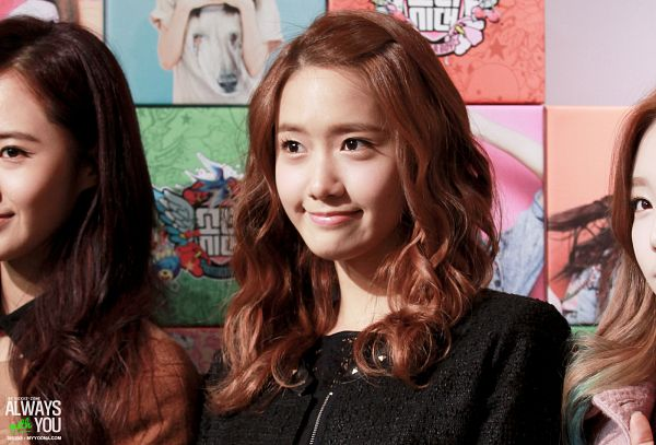 Tags: K-Pop, Girls' Generation, Im Yoona, Wavy Hair, Looking Ahead, Always With You, Wallpaper