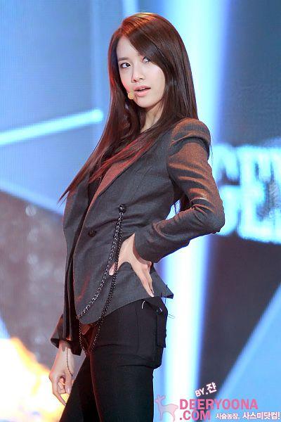 Tags: K-Pop, Girls' Generation, Im Yoona, Gray Outerwear, Hand On Hip, Gray Jacket, Black Pants, DeerYoona, 2011 Kbs Entertainment Awards