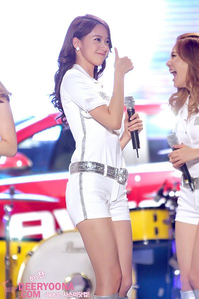 Tags: Girls' Generation, Im Yoona, White Shorts, Shorts, Thumbs Up, Knee Boots, White Outfit, Boots, Laughing