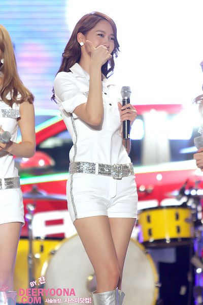 Tags: Girls' Generation, Im Yoona, White Outfit, Shorts, White Shorts, Knee Boots, Thumbs Up, Boots