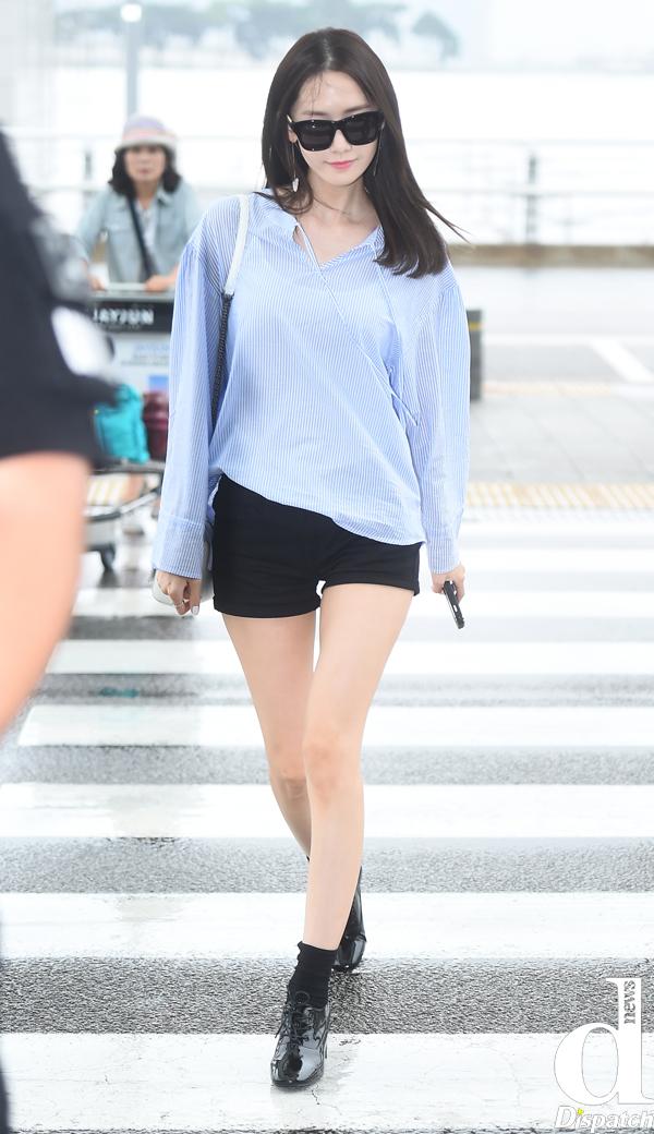 Tags: K-Pop, Girls' Generation, Im Yoona, Airport, Walking, Full Body, Dispatch