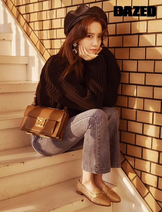Tags: K-Pop, Girls' Generation, Im Yoona, Chin In Hand, Sitting On Stairs, Full Body, Stairs, Sitting, Dazed & Confused Korea, Magazine Scan