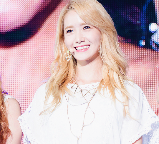Tags: K-Pop, Girls' Generation, Im Yoona, Necklace, Looking Ahead, Comeback Showcase