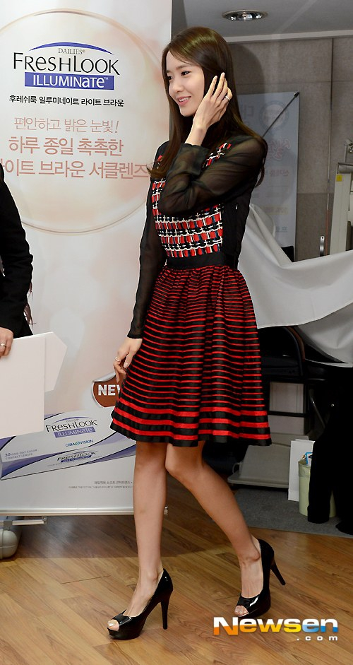 Tags: K-Pop, Girls' Generation, Im Yoona, Looking Ahead, Hand In Hair, Skirt, Red Shirt, Ring, Checkered Shirt, Checkered, Side View, Bare Legs