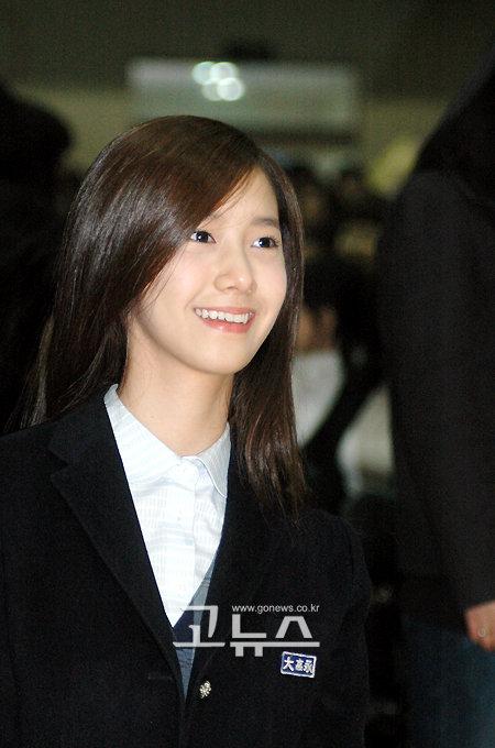 Tags: K-Pop, Girls' Generation, Im Yoona, Black Jacket, Black Outerwear, Looking Up, Gonews