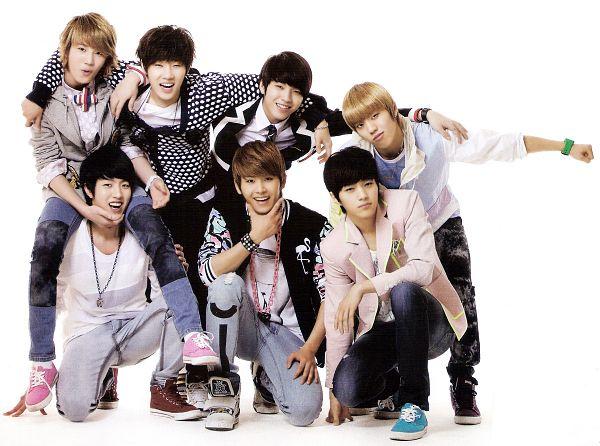 Tags: K-Pop, Infinite, Jang Dong-woo, Lee Sung-jong, L, Lee Sung-yeol, Hoya, Nam Woo-hyun, Kim Sung-kyu, Pink Outerwear, Bracelet, Chin In Hand