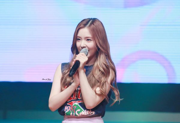 Tags: K-Pop, Red Velvet, Irene, White Skirt, Wavy Hair, Blue Background, Skirt, Covering Mouth, Hand On Arm, Wallpaper
