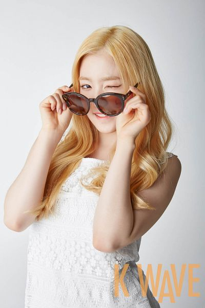 Tags: K-Pop, Red Velvet, Irene, Sunglasses, Wink, Gray Background, Glasses, Android/iPhone Wallpaper, KWave