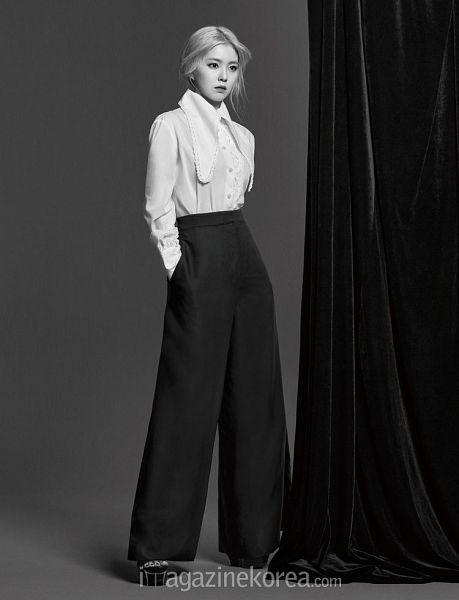 Tags: K-Pop, Red Velvet, Irene, Black Pants, Looking Ahead, Full Body, Hand In Pocket, Gray Hair, Black Footwear, Harper's Bazaar