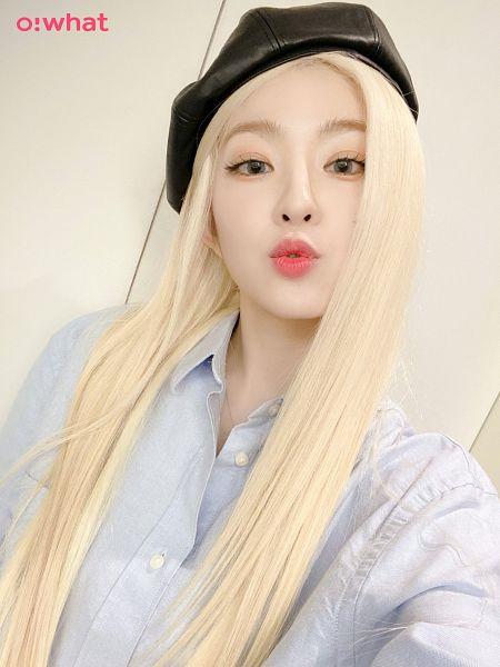 Tags: K-Pop, Red Velvet, Irene, White Background, Hat, Black Headwear, Blow a Kiss, Kiss, Light Background, O:What