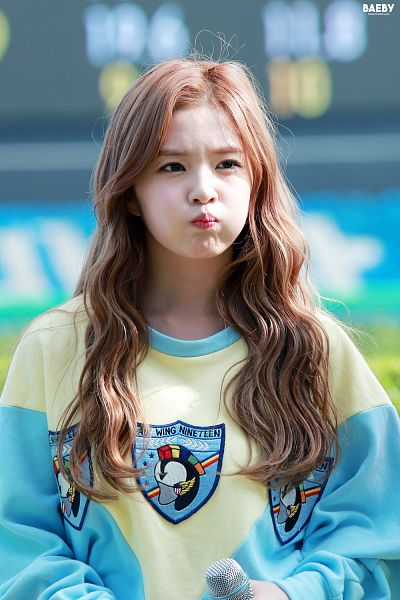Tags: K-Pop, Red Velvet, Irene, Pouting, Looking Away, Cute, Android/iPhone Wallpaper