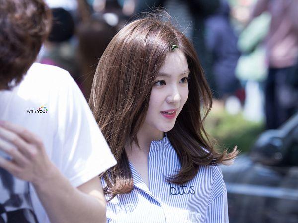 Tags: SM Town, K-Pop, Red Velvet, Irene, Close Up, Striped, Striped Shirt, Blue Shirt