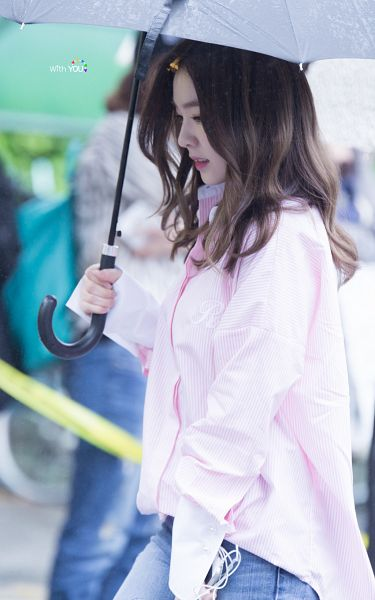 Tags: SM Town, K-Pop, Red Velvet, Irene, Looking Ahead, Looking Down, Umbrella, Android/iPhone Wallpaper