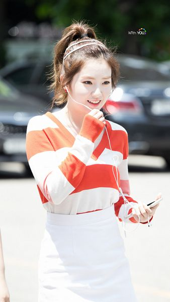 Tags: SM Town, K-Pop, Red Velvet, Irene, Earbuds, Hair Up, Ponytail, Android/iPhone Wallpaper