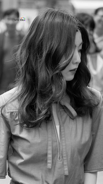 Tags: SM Town, K-Pop, Red Velvet, Irene, Close Up, Wavy Hair, Monochrome, Android/iPhone Wallpaper