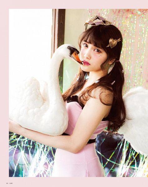 Tags: K-Pop, J-Pop, Angels, AKB48, Swan (Angels), Iriyama Anna, Bare Shoulders, Pink Shirt, Pink Dress, Frown, Wings, Bird