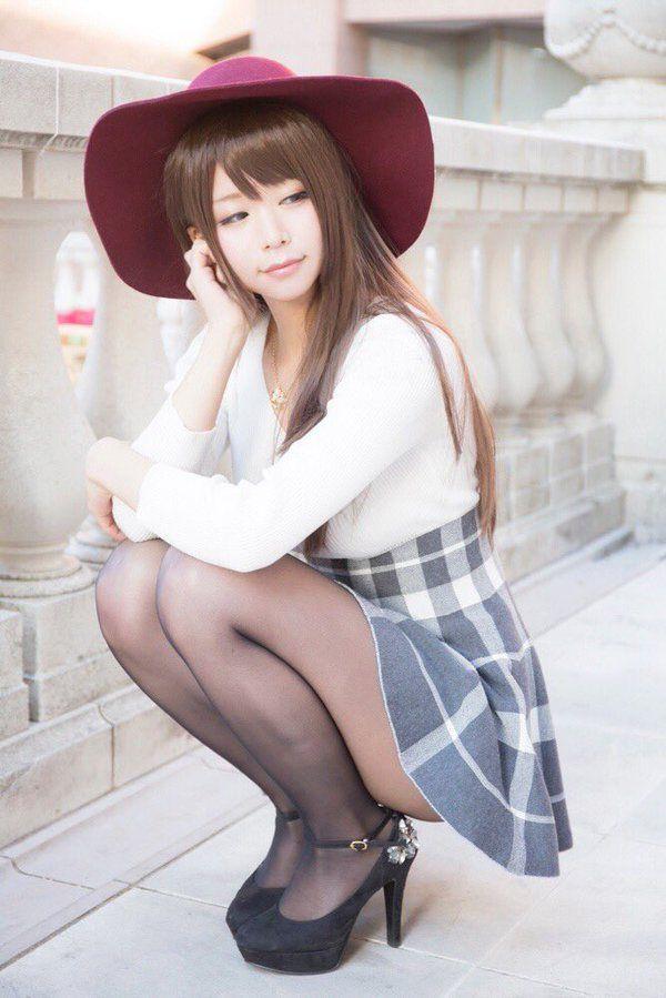 Tags: J-Pop, Itsuki Akira, Suggestive, Black Footwear, Fence, Crouching, High Heels, Hat, Pantyhose, Skirt, Red Headwear, Looking Away