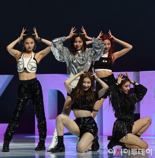 Tags: K-Pop, Itzy, Dalla Dalla, Lia, Lee Chaeryeong, Shin Ryujin, Shin Yuna, Hwang Yeji, Full Group, Five Girls, Quintet, Live Performance