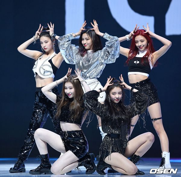 Tags: K-Pop, Itzy, Dalla Dalla, Lee Chaeryeong, Shin Ryujin, Shin Yuna, Hwang Yeji, Lia, Quintet, Full Group, Five Girls