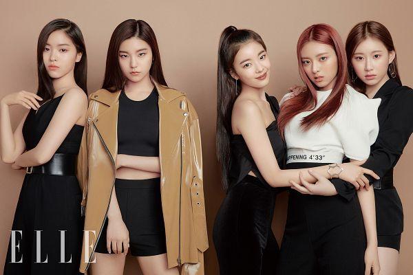 Tags: K-Pop, Itzy, Shin Ryujin, Shin Yuna, Hwang Yeji, Lia, Lee Chaeryeong, Midriff, Full Group, Black Dress, Black Shirt, Bare Shoulders