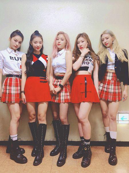 Tags: K-Pop, Itzy, Lee Chaeryeong, Shin Ryujin, Shin Yuna, Hwang Yeji, Lia